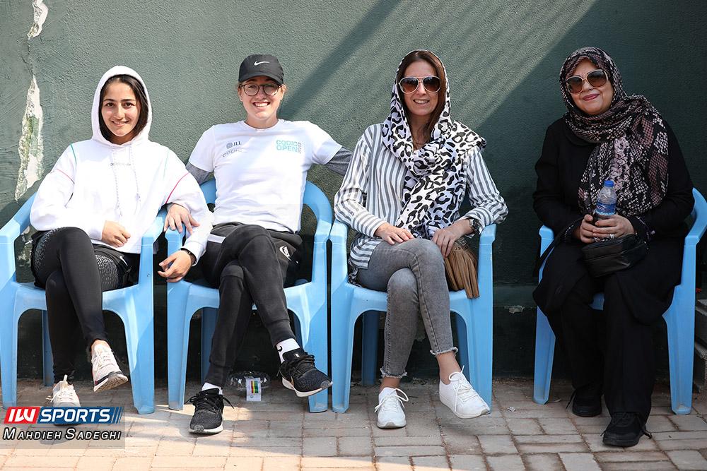تور تنیس بانوان کیش 19 گزارش تصویری تور تنیس زیر 18 سال دختران در کیش و قهرمانی مشکات الزهرا صفی