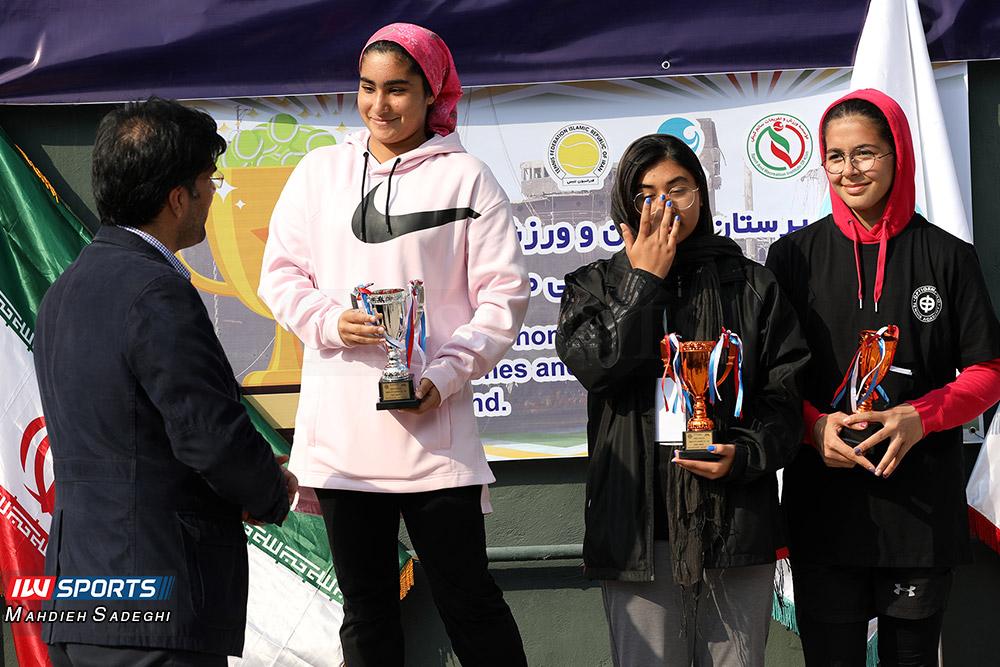 تور تنیس بانوان کیش 26 گزارش تصویری تور تنیس زیر 18 سال دختران در کیش و قهرمانی مشکات الزهرا صفی