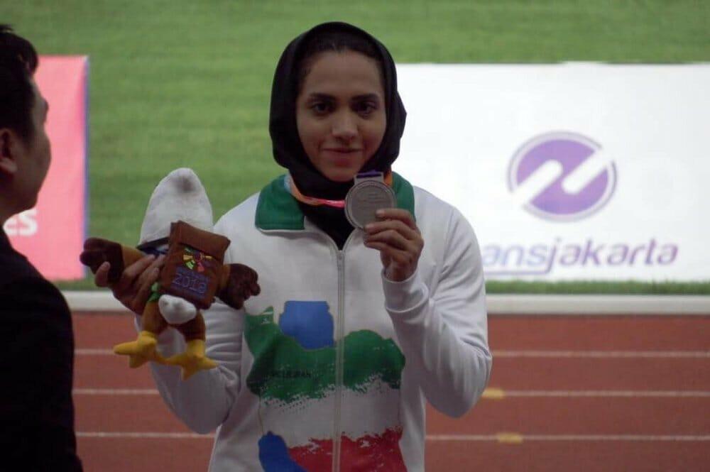 تمرین دختر مدال آور معلول در دامداری