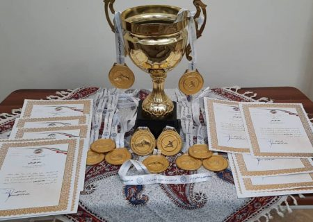 اهدای جام تیم دانشگاه آزاد قهرمان لیگ ووشوی بانوان 98