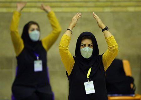اعتراض تیم والیبال زنان ذوبآهن به داوری و واکنش میترا شعبانیان