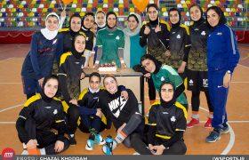 گزارش تصویری جشن تولد فرزانه توسلی در تمرین سایپا