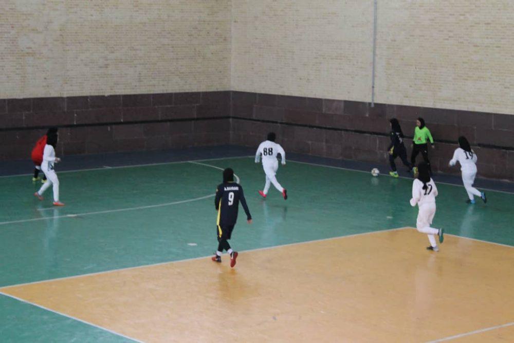دیدار تیم های تیم فوتسال پویندگان صنعت فجر شیراز و هیئت فوتبال اصفهان در لیگ برتر