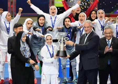 فرزانه توسلی : در فدراسیون فوتبال، تیمهای ملی زنان دیده نمیشوند