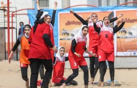 ریف اصفهان قهرمان هندبال ساحلی زنان کشور شد