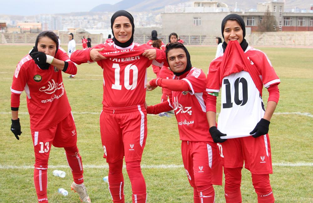 تیم-فوتبال-زنان-وچان-کردستان-فاطمه-اردستانی-سمیه-خرمی-شیوا-فاضلی